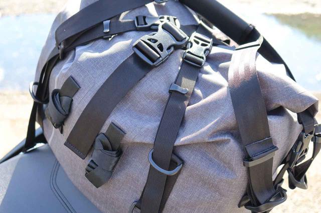 画像2: やっと出会えた理想の防水バッグ! TTPL新型「touring25/40/60」は泊まりがけのバイクツーリングを支えるタフネス・ギアだ!