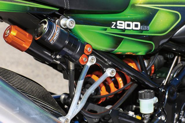 画像: リヤショックはSSイトウのZ1000Jレーサーでも結果を出したアラゴスタショックの油圧プリロードアジャスター付き最上級モデルのタイプPAで、現在Z900RS用にも販売中だ。標準スプリングレートは9.5kg/mm設定だがオーダーによって変更も可能。