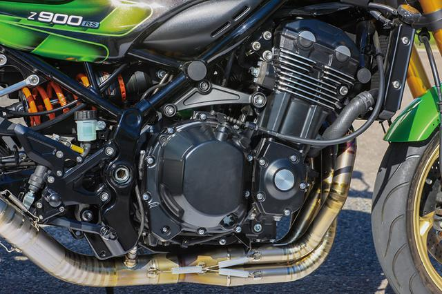 画像: フレームおよびエンジンはノーマルで、排気系にはACサンクチュアリー製チタンエキパイ+SSイトウサイレンサーをセット。その変更した排気系に合わせてパワーコマンダーユニットで燃調を取っている。乗って各部を詰めることでアドバイスが出来る利点も生まれるという。