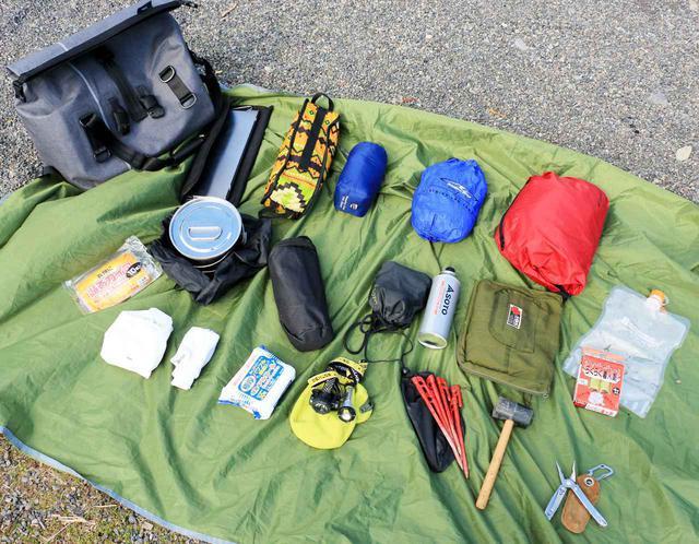 画像: ADV150ではシート下ラゲッジと、TTPL「touring25」ひとつでキャンプ道具が積めました。TTPL「touring25」には写真の荷物が余裕で入ります。これプラス、食材も入れていましたから。