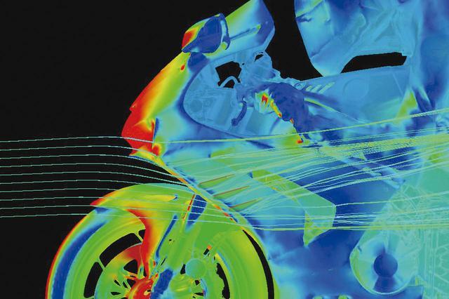 画像: MotoGPマシン顔負けのダクトウイング。内部に3枚のフラップを備えていて強力なダウンフォースを発揮、フロントリフトを抑える。