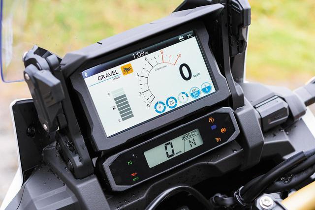 画像: 6.5インチのタッチパネル式TFT液晶メーターを採用。なおApple Car Playなどにも対応している。
