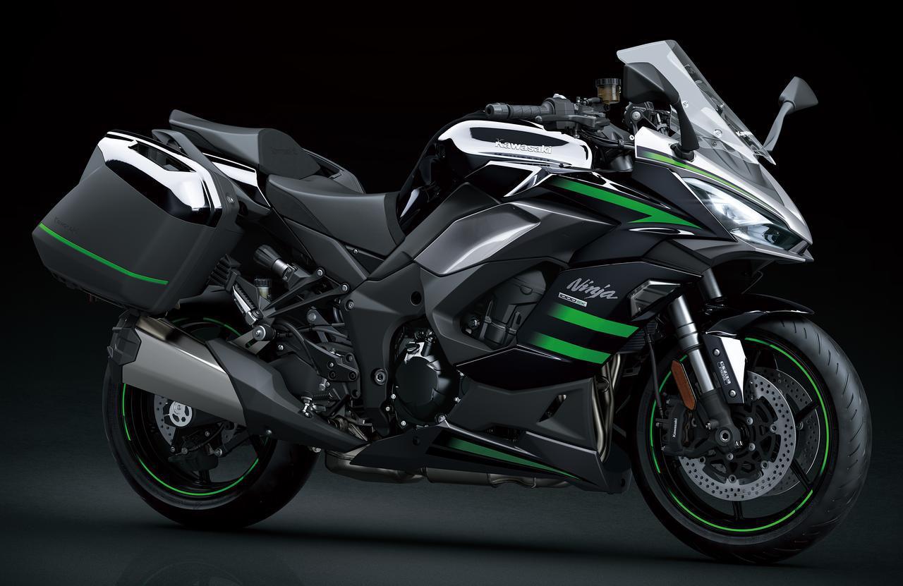 画像: Kawasaki Ninja 1000SX(2020)スマートに大容量の荷物を搭載でき、脱着も容易でスポーティさも失われない、専用デザインのパニアケースも純正オプションで用意されます。パニアケース(左右セット)9万9000円
