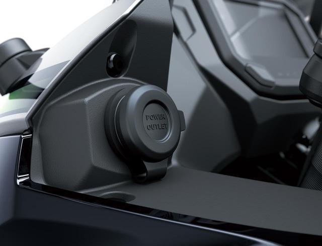 画像: スマートフォンの充電などに嬉しい「DC電源ソケット」がメーター横に標準装備されています。また、シート下にETC2.0 車載器を標準装備し、メーターにはETCインジケーターも内蔵されています。
