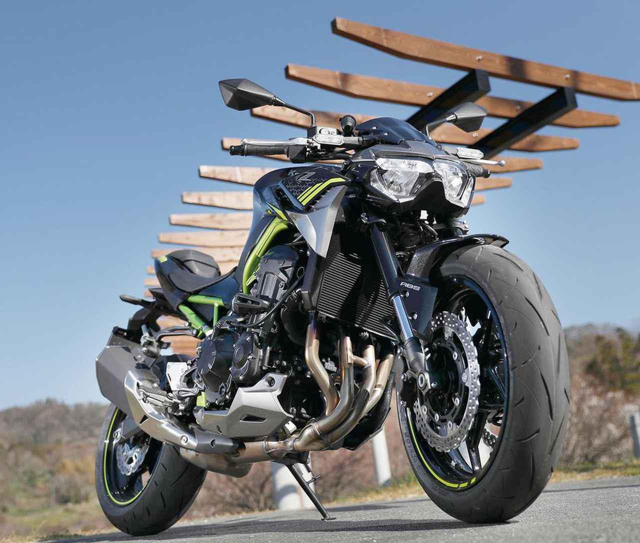 画像: カワサキ Z900 総排気量:948cc/最高出力:125PS/9500rpm/最大トルク:10.0㎏-m/7700rpm 税込価格:104万5000円/発売日:2020年1月15日
