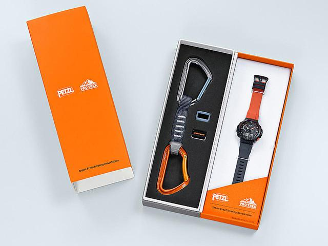 画像: カシオのPRO TREKと登山用具メーカーPETZLがコラボしたカラビナ付属のクライミング用腕時計