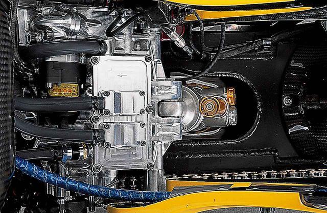 画像8: 990cc最終型のYZR-M1。タイトルは逃すが、先進の並列4気筒は、さらなる進化をとげた