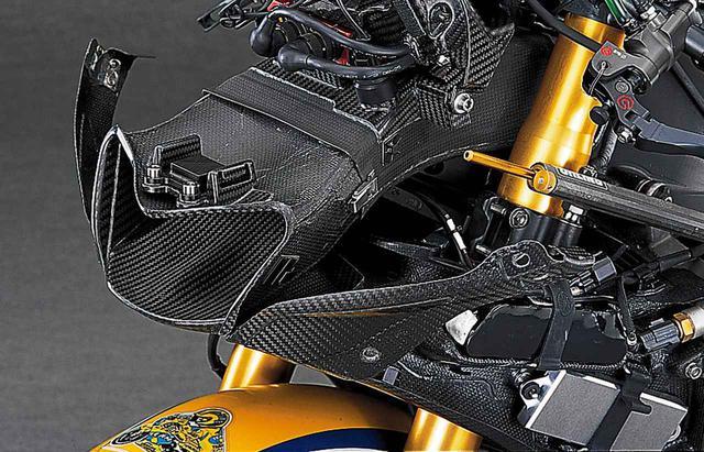 画像3: 【MotoGP創成期】YAMAHA YZR-M1(2006)徹底解剖<No.02>「ヤマハ時代のロッシが駆けた990cc最終型のYZR-M1」