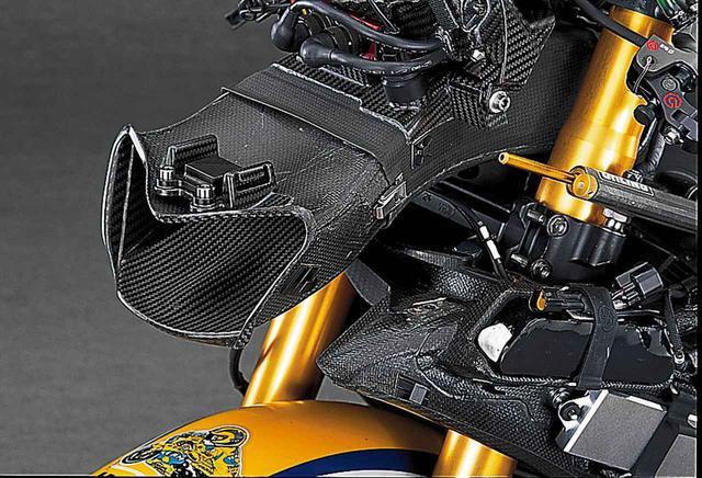 画像2: 【MotoGP創成期】YAMAHA YZR-M1(2006)徹底解剖<No.02>「ヤマハ時代のロッシが駆けた990cc最終型のYZR-M1」