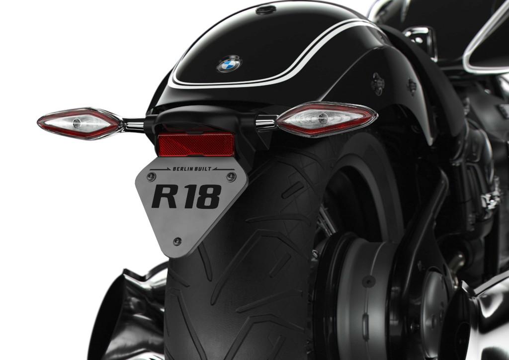 画像13: BMWの新型クルーザー「R18」が正式発表!1800ccの史上最大ビッグボクサーエンジンの詳細が明らかに!