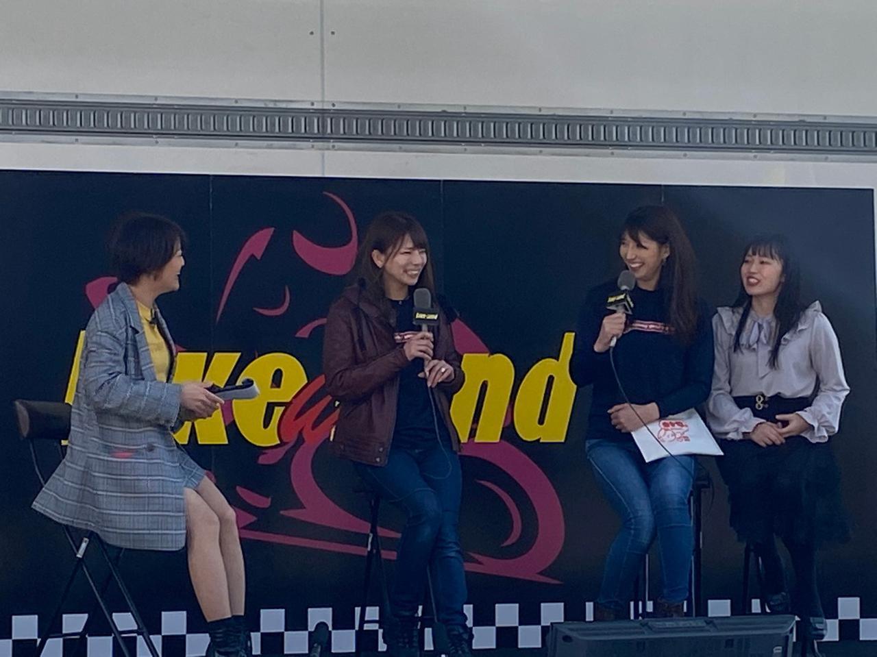 画像: オートバイ女子部の紹介コーナーにも、しっかり参加してくれた西のさおりん(笑)