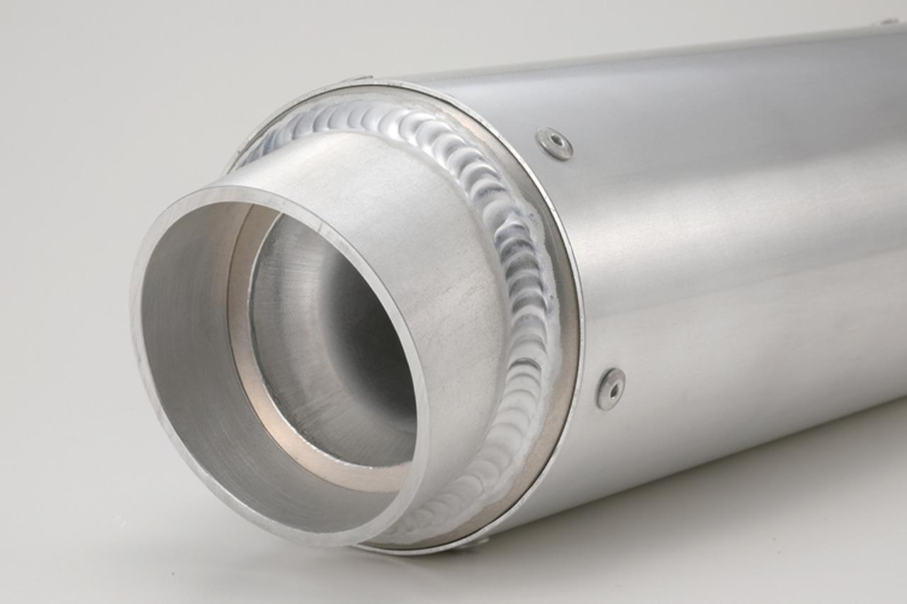 """画像: ブランドネームプレートも付かない、シンプルな""""アルミ・ブランクサイレンサー""""。太さ(外筒径)はφ90、100、110mmから、サイレンサー長は250~500mmまで。さらにエンドパイプの角度、そして音質まで選べるのだ。"""