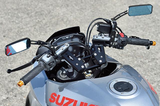 画像: 「SUZUKI KATANA用ハンドルキット」(3万5000円+税)は本文のようにハンドルホルダーを外してセパレートハンドル化する(ミラーは別売り品)。