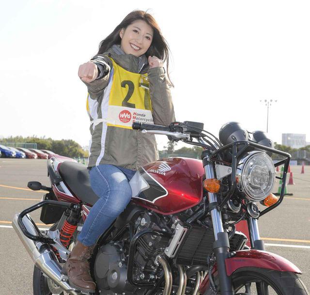 画像4: 大関さおり × ホンダ CB400 SUPER FOUR【オートバイ女子部のフォトアルバム】