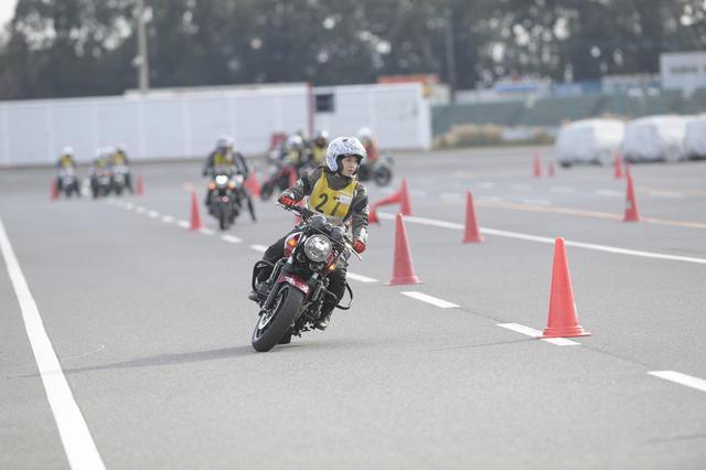 画像3: 大関さおり × ホンダ CB400 SUPER FOUR【オートバイ女子部のフォトアルバム】