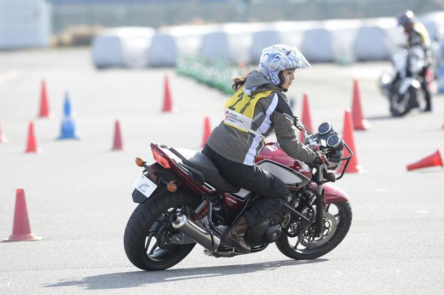 画像2: 大関さおり × ホンダ CB400 SUPER FOUR【オートバイ女子部のフォトアルバム】