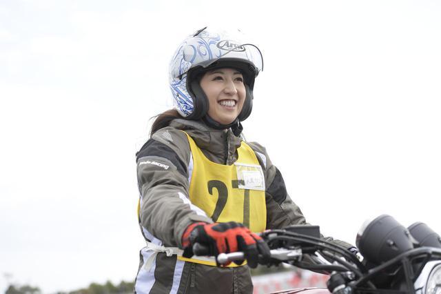 画像1: 大関さおり × ホンダ CB400 SUPER FOUR【オートバイ女子部のフォトアルバム】