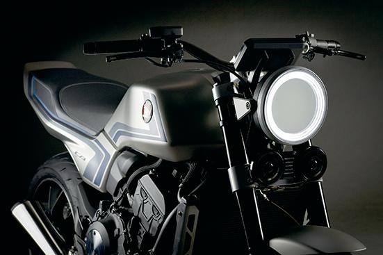 画像: ヘッドライトはクラシカルなデザインの丸目。ライトケースをふち取るように面発光のLEDリングを配置している。
