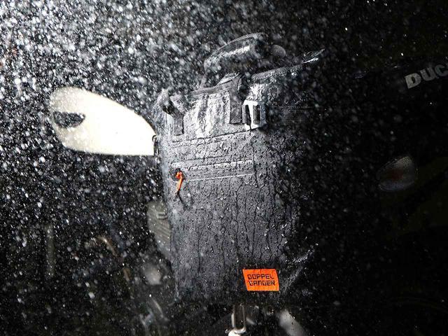 画像: 画期的なアイデアで生まれたドッペルギャンガー「ターポリンシングルサイドトートバッグ」