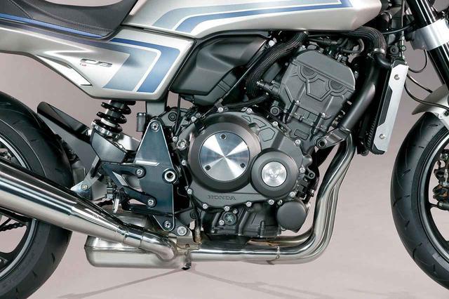 画像: エンジンは、CBR1000RRをルーツに持つ998㏄のインライン4を継承。CB1000Rとは異なり、ケースカバーにはシンプルなシルバーのプレートが付く。