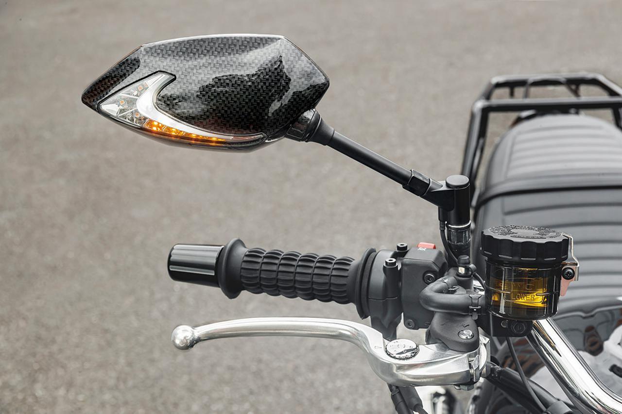 画像: 「テック07ミラー(LEDウインカー付き)」(税別1万9000円)はアンバー(夕暮れ)色のLEDウインカー/白色ポジションランプ内蔵で写真のカーボンルックとブラックがある。