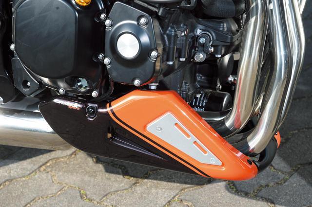 画像: 前下にはErmax製アンダーカウル Z900RSを装着。フランス製で左右と中央の3ピース構造。ユーロデザインで下部を保護しながらもスマートなルックスになる。