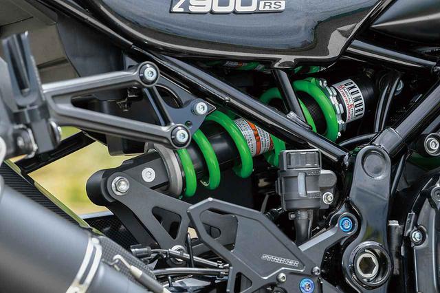 画像: サスペンションは前後ともストリートでの乗りやすさを新さんが指示してスクーデリアオクムラによるMEチューニングを施し、Z900RSというバイクを操りやすくしている。