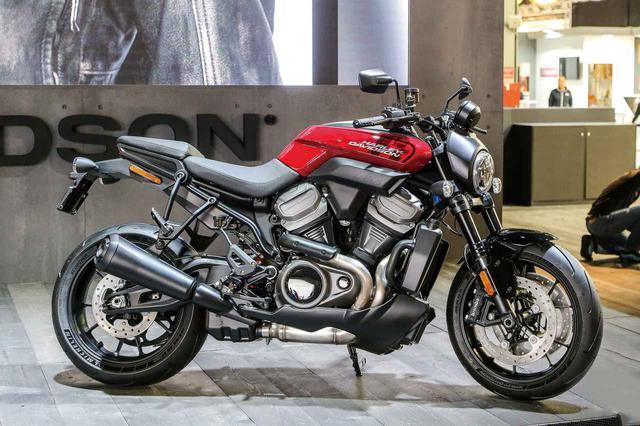 画像: ハーレーダビッドソン初となるストリートファイター「BRONX」を簡単解説! - webオートバイ