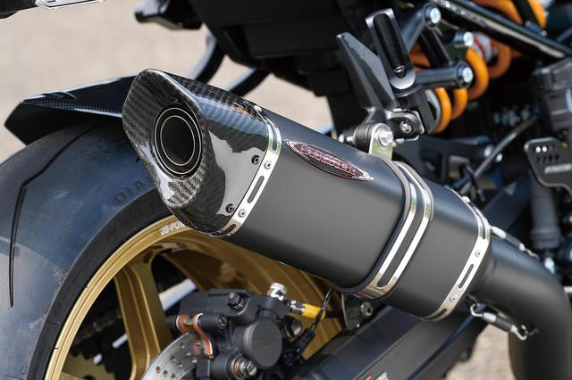 画像: チタン4-1(JMCA認証)マフラーも筒型サイレンサーやインターモデルサイレンサーなどを用意。人気はブラック/筒型とも聞く。
