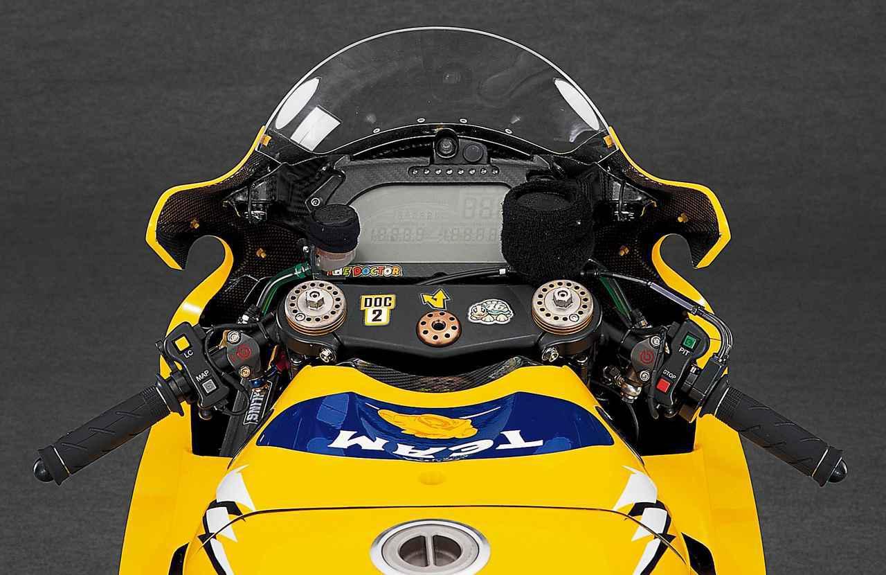 画像: 【MotoGP創成期】YAMAHA YZR-M1(2006)徹底解剖<No.03>「ヤマハ時代のロッシが駆けた990cc最終型のYZR-M1」 - webオートバイ