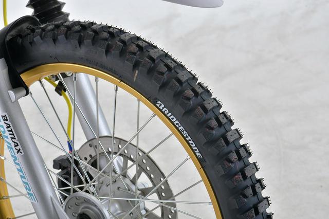 画像: BRIDGESTONE BATTLAX ADVENTURECROSS AX41 2.75-21 M/C 45P W 税別:20,100円 ※製品にタイヤステッカーは付属していません。 plotonlinestore.com