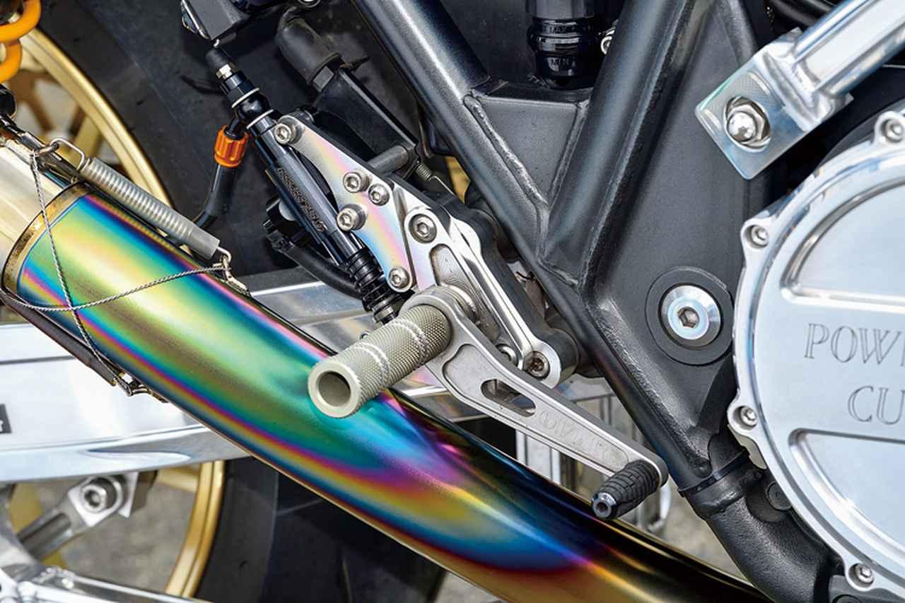 画像: ステップキットはオーヴァーレーシングでリヤマスターシリンダーはゲイルスピード。マスターのマウントもきれいに処理されているのが分かる。
