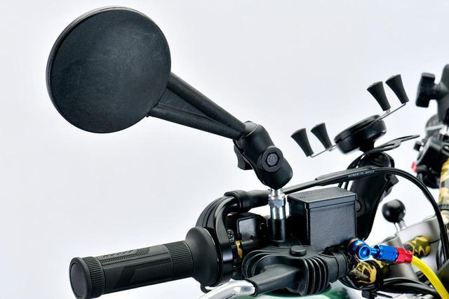 画像: Doubletake Mirror エンデューロミラー ショートアーム 10mmベースセット 左右両側分2本 税別:10,800円 ※SEROW250の右ミラーの車体側の取付部分は逆ネジの設定のため、撮影車両は、純正ミラーのベース部分に装着しています。純正ミラーのベース部分は市販の逆ネジ→正ネジアダプター10×1.25mmピッチでも代用可能です。 plotonlinestore.com