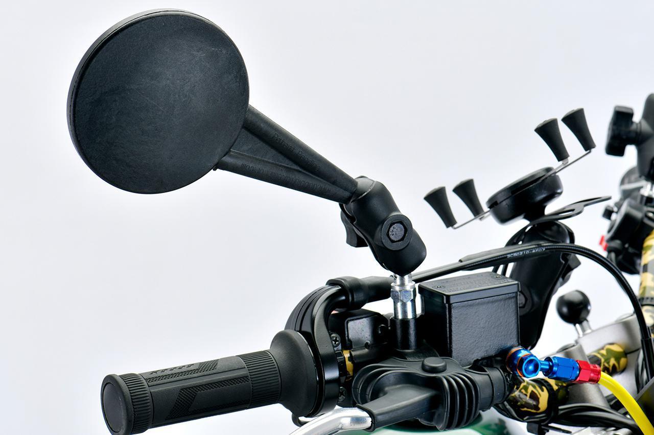 画像: Doubletake Mirror エンデューロミラー ショートアーム 10mmベースセット 左右両側分2本 税別:10,800円 ※SEROW250の右ミラーの車体側の取付部分は逆ネジの設定のため、撮影車両は、純正ミラーのベース部分に装着しています。純正ミラーのベース部分は市販の逆ネジ→正ネジアダプター10×1.25mmピッチでも代用可能です。