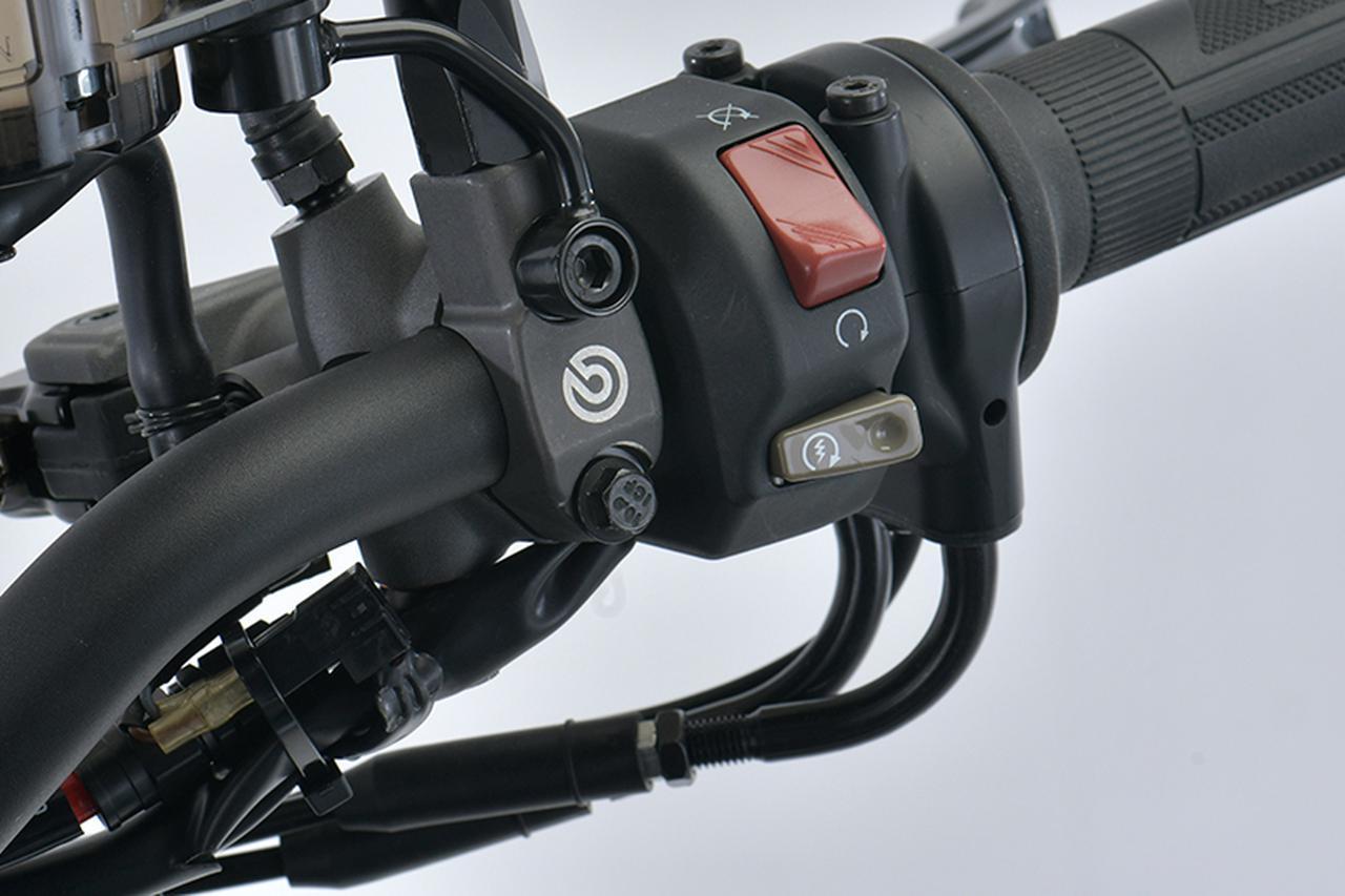画像: BREMBO ハンドルバークランプ ミラーホール付 M10x1.25 税別:5,600円