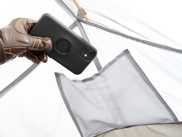 画像: スマホやメガネ、ヘッドライトなどを入れるのに便利なメッシュポケットをインナーテントに装備。