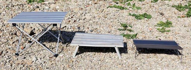 画像: 一番右が「FLYFLYGO」のローテーブル。収納性が高いかわり、組み立て時もコンパクト。
