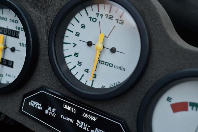 画像: 3千回転からのタコメーターは1983 年のRG250 Γが最初だった。