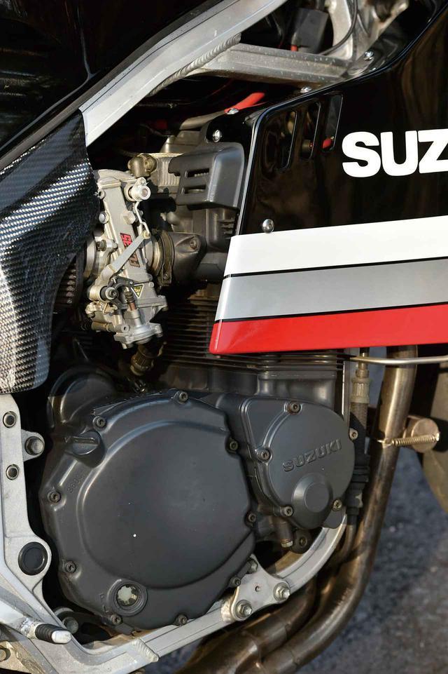 画像: 油冷エンジンの中身には手を付けず、パワーフィルター装着のFCR35 キャブレターとヨシムラのデュプレックスサイクロンで吸気と排気を変更。