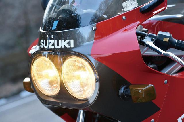 画像: ヘッドライトにイエローバルブを使っているところも通常とは違う。