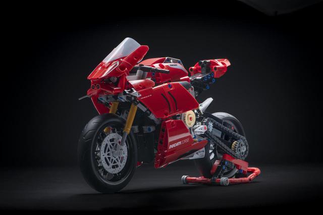 画像2: 「ドゥカティ・パニガーレV4 R LEGO Technic」が誕生