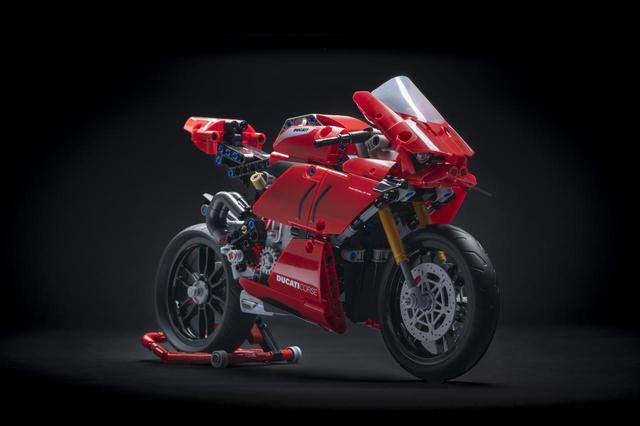 画像1: 「ドゥカティ・パニガーレV4 R LEGO Technic」が誕生