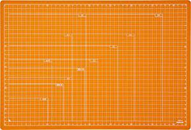 画像: Amazonで価格を見る! | ナカバヤシ カッターマット 折りたたみカッティングマット A3 オレンジ