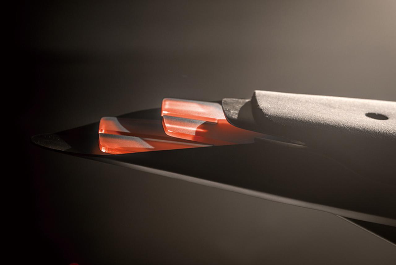 画像2: 流線型デザインに現代の外装処理をプラス