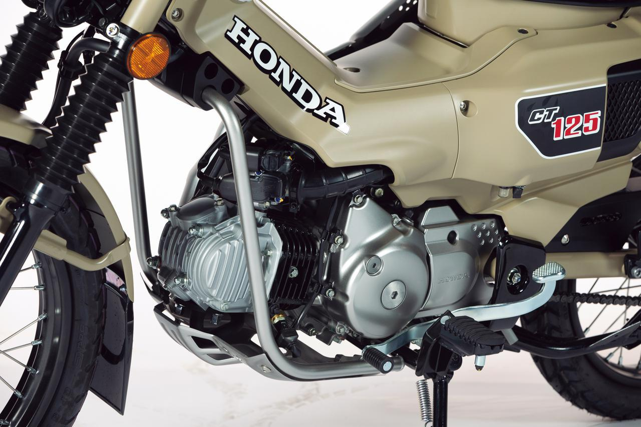 画像: 空冷OHC2バルブエンジンは、専用開発の吸排気系との組み合わせで中低速のトルクを増強。積載時の走行や登坂に強い設定とした。スキッドプレートやキックスターターも装備している。