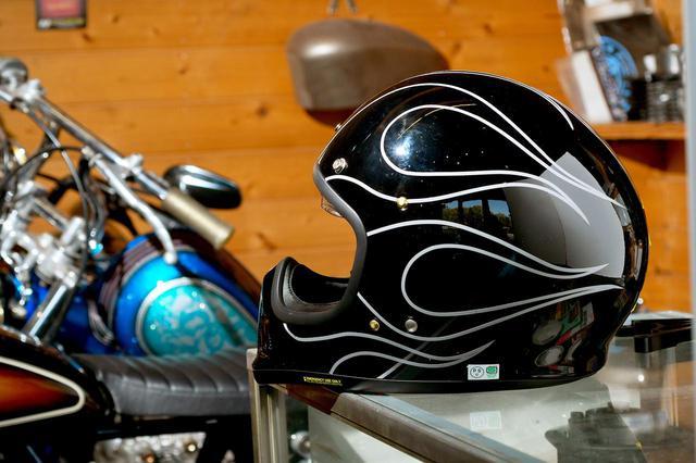 画像: スーパーカッコ良いEX-ZEROを内職でもっとカッコ良くしたい!お手軽ヘルメットカスタムのすゝめ。〈若林浩志のスーパー・カブカブ・ダイアリーズ Vol.11〉 - webオートバイ