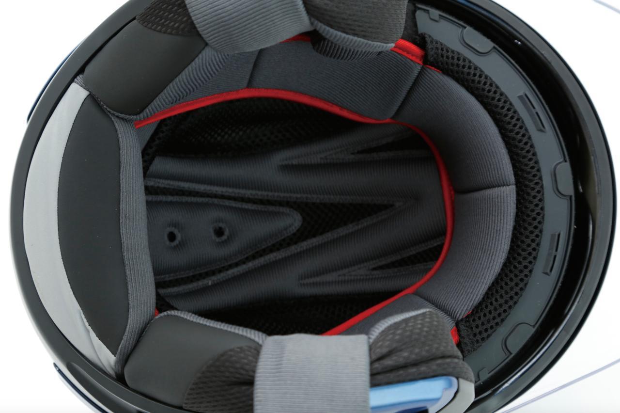 画像: 内装部材のセンターパッド、チークパッド、ベルトサポートはすべて着脱可能。家庭の洗濯機で洗えるから、常に清潔さを保てる。