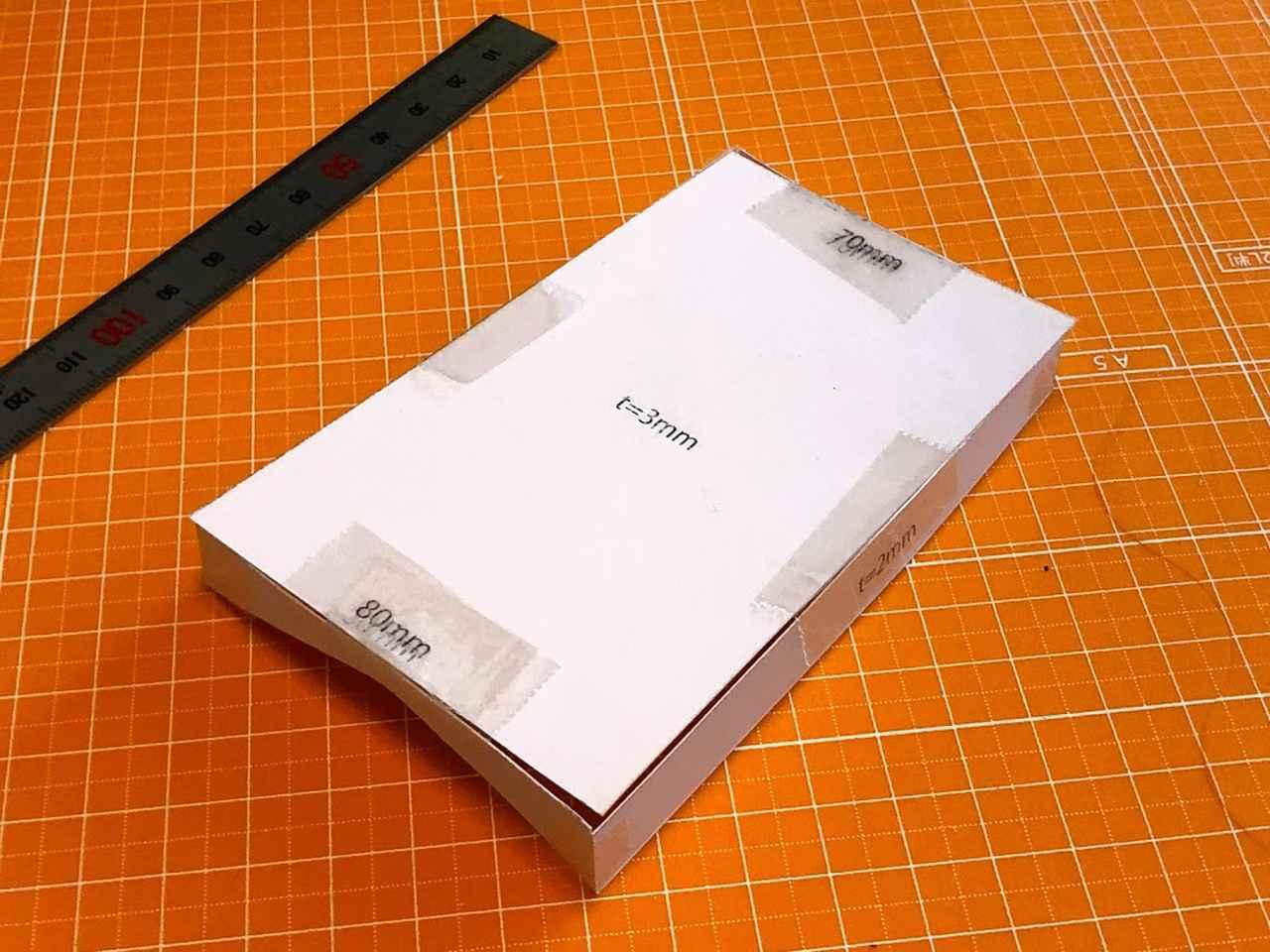 画像: 厚紙にプリント。前回買ったオレンジのマットが今回も大活躍です。