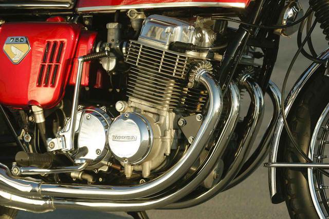 画像: MVアグスタ、アリエルなどの高価な少量生産車では4気筒エンジンが存在していたが、量産市販車としては初めて。