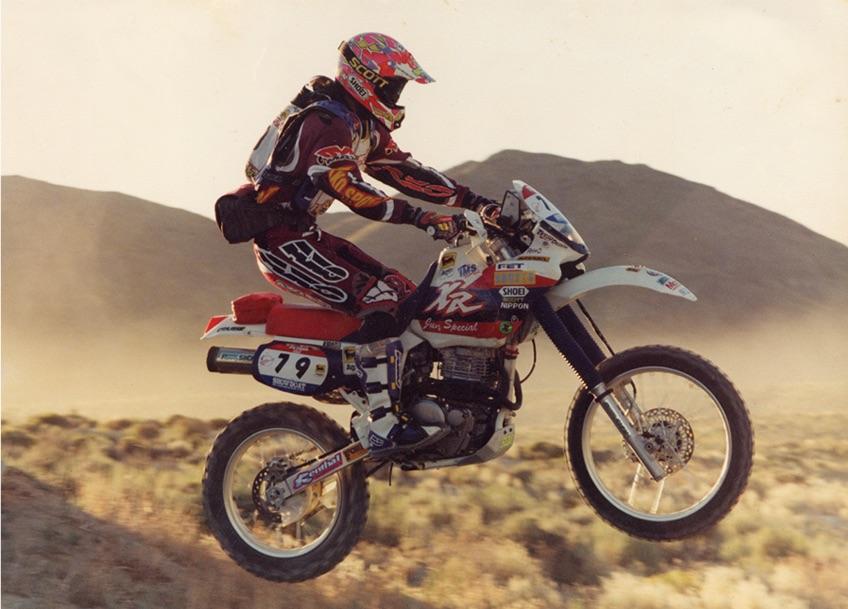 画像: 1995年、ネバダラリーで勝った時に乗っていたXR。BAJA1000を走ったホンダのワークスマシンに刺激を受けて、2か月かけて自作したカウルがポイント。